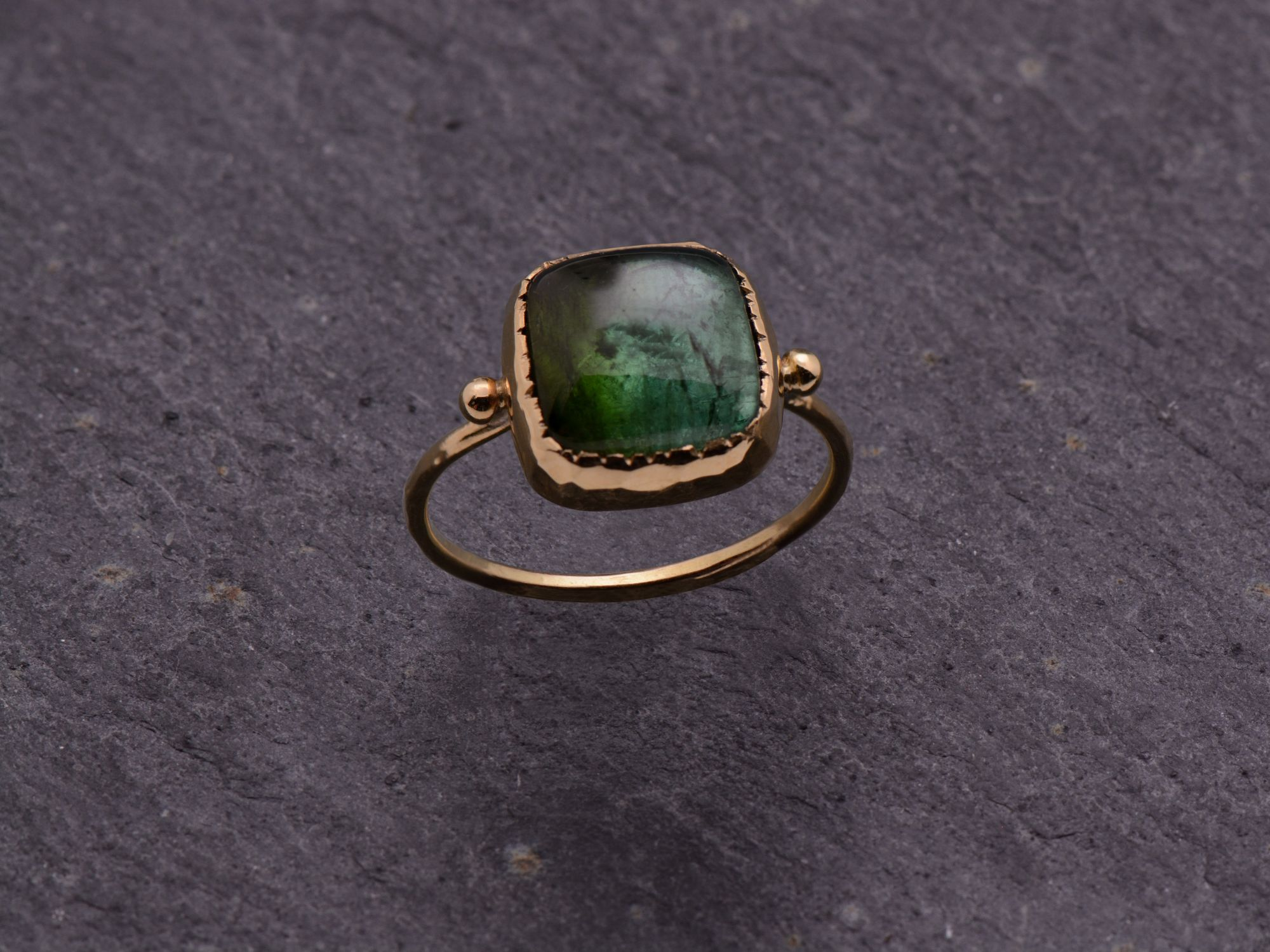 Bague Queen Brunehilde or jaune tourmaline verte carrée 9x9mm