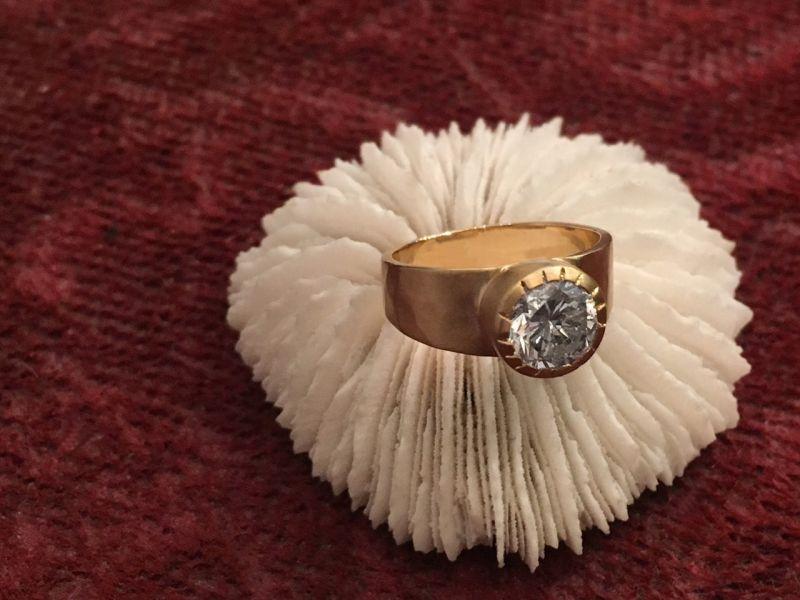 Pinky Caroline diamond ring
