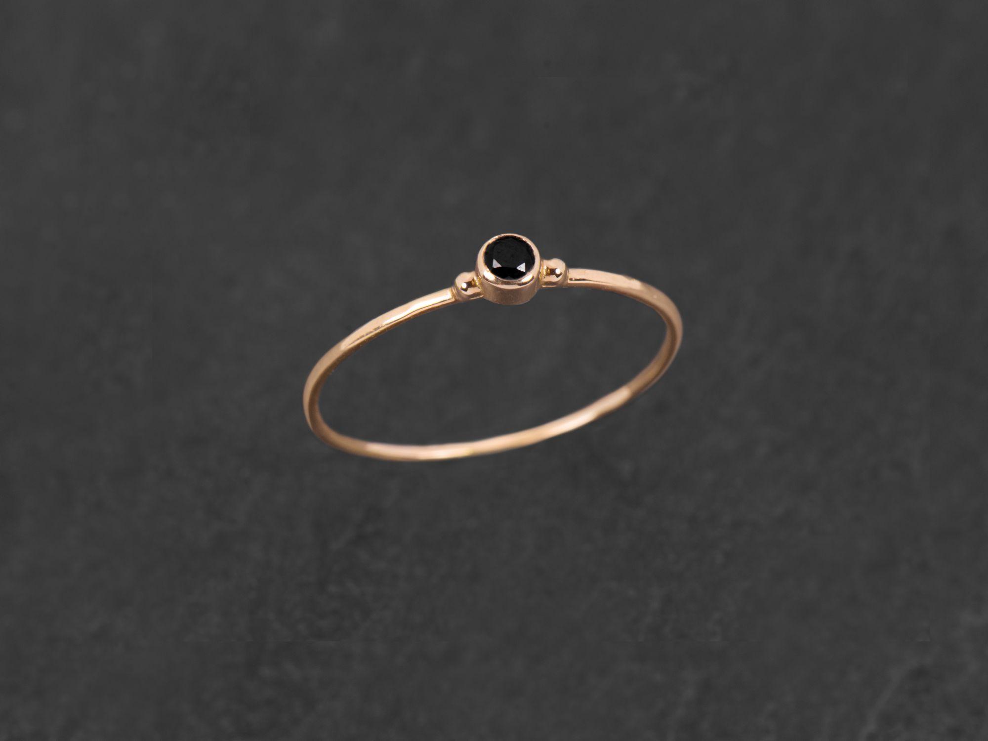 Baby Solitaire or rose diamant noir par Emmanuelle Zysman