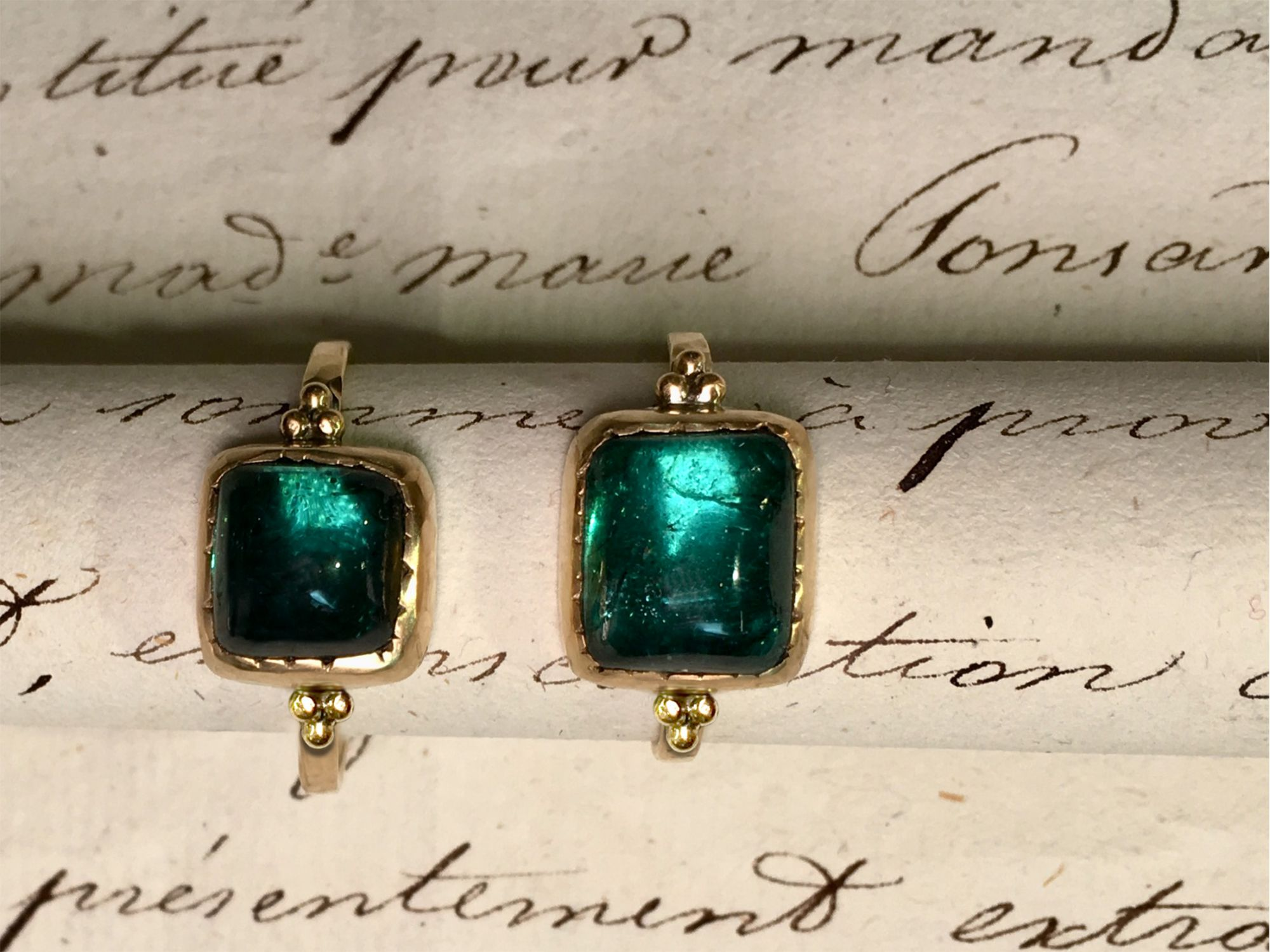 Queen yellow gold rectangular green tourmaline rings by Emmanuelle zysman