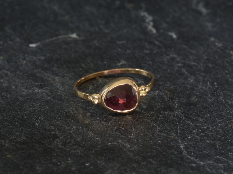 Zelda yellow gold pink tourmaline ring 1,27cts by Emmanuelle Zysman