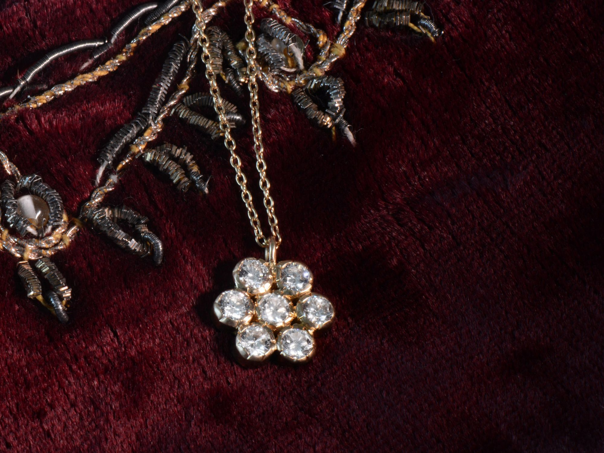Collier or jaune et diamants par Emmanuelle Zysman