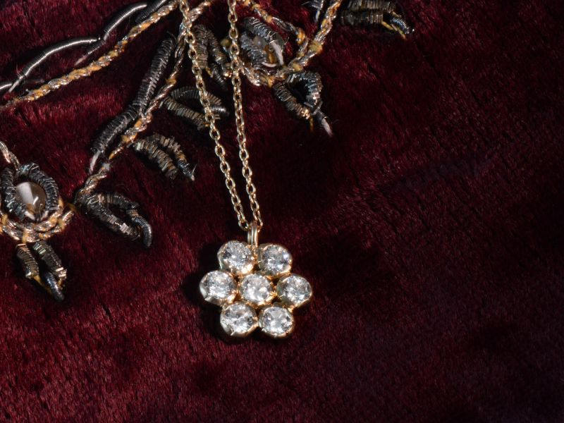 Collier or jaune et diamants par Emmanuelle Zysman