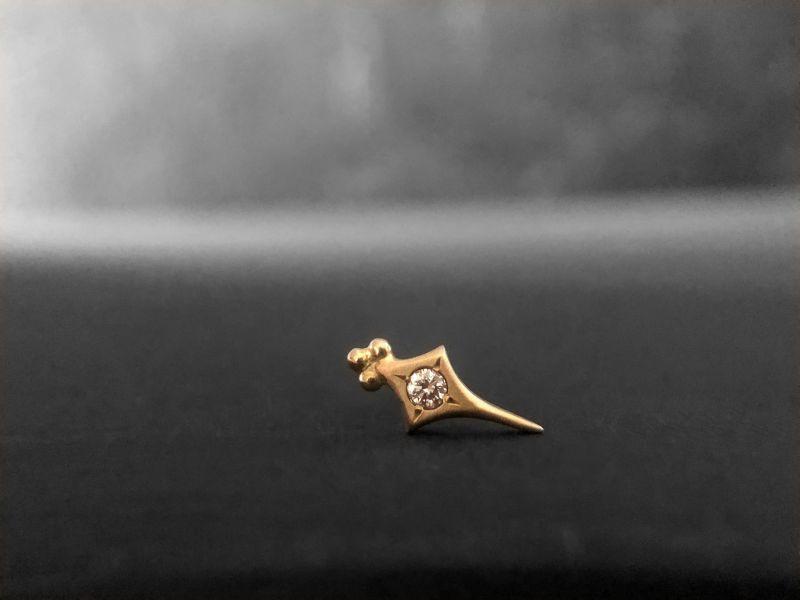Sword honey diamond stud earring by Emmanuelle Zysman