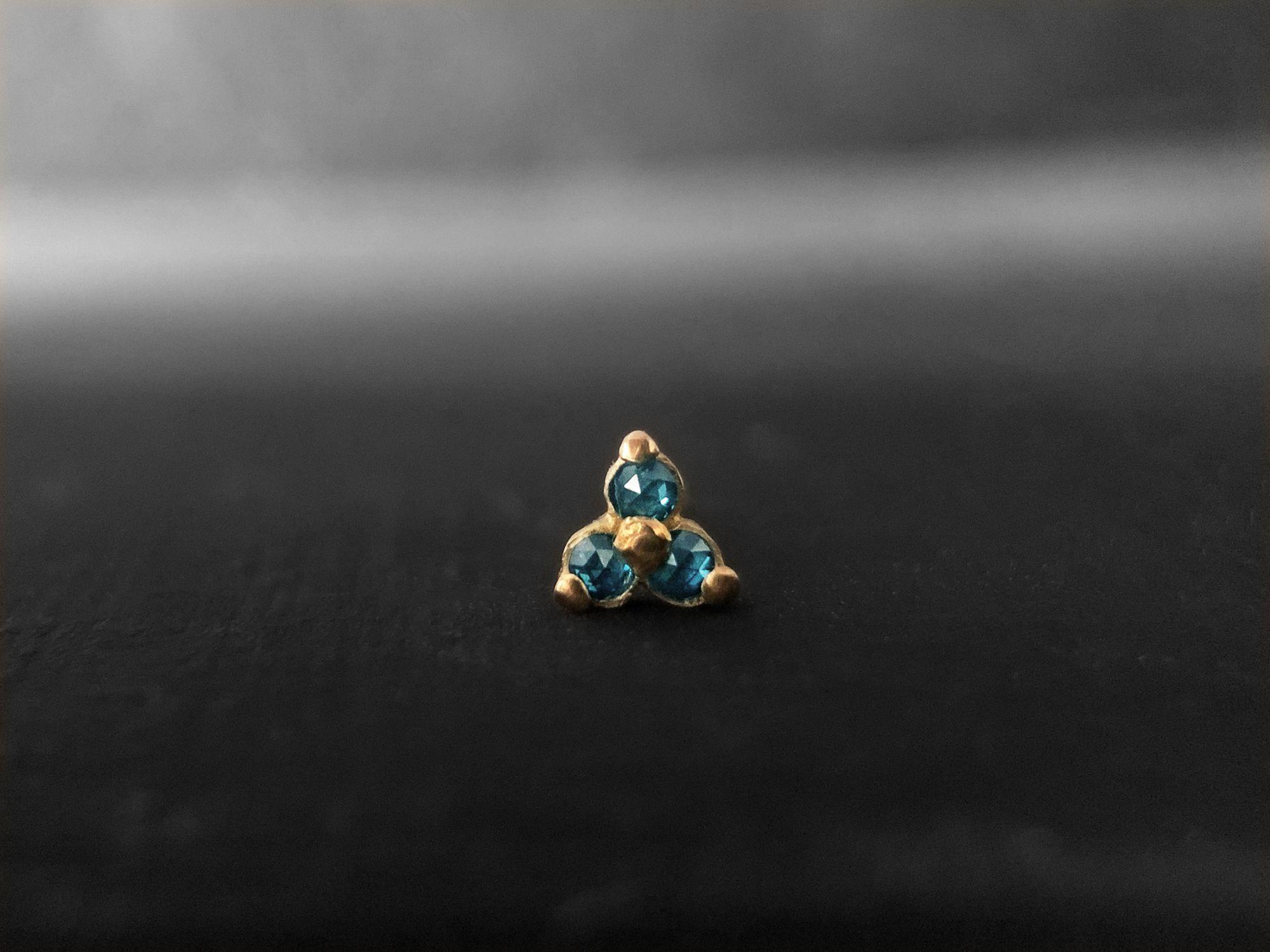 Clover blue diamonds mini stud earring by Emmanuelle Zysman