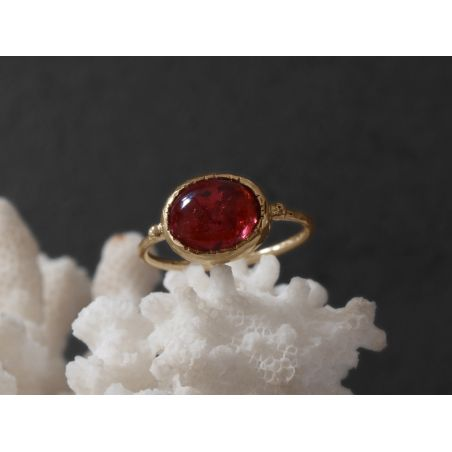 Bague Queen Brunehilde or jaune tourmaline rose ovale 8 x 10mm par Emmanuelle Zysman