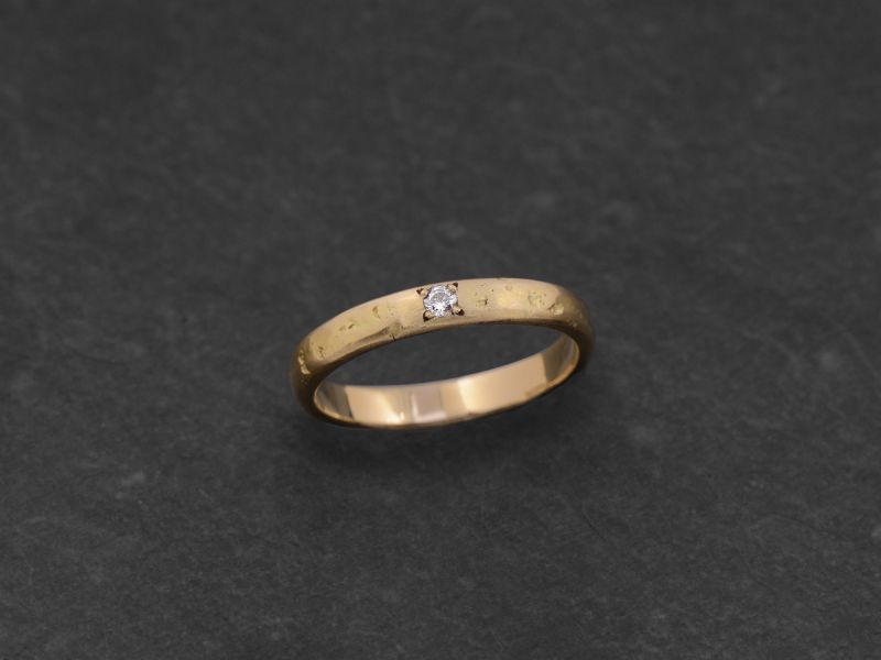 Lorelei white diamond stone hammered yellow gold ring by Emmanuelle Zysman