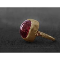 Bague Queen rubis or jaune tourmaline rose par Emmanuelle Zysman