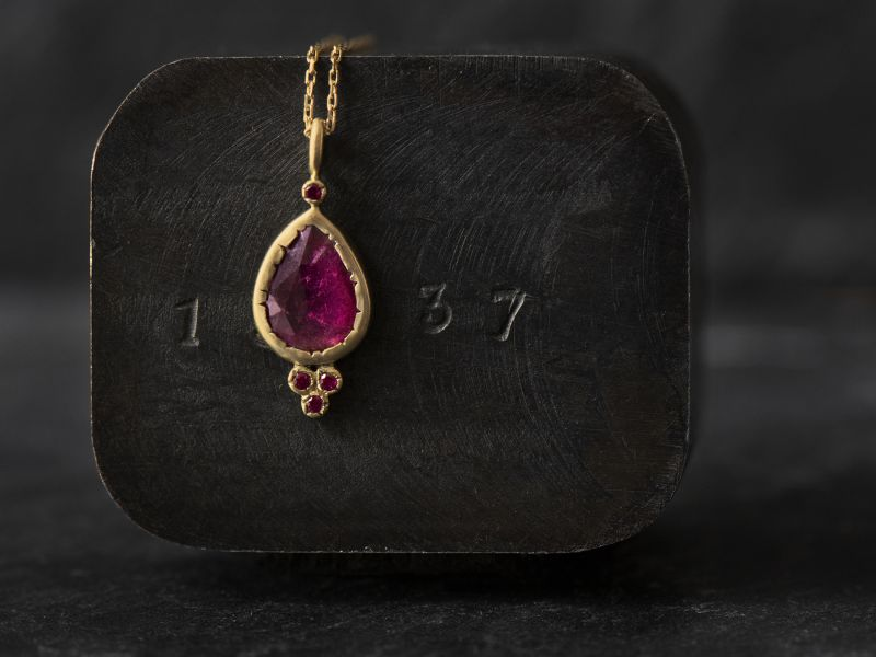 Samarcande yellow gold and pink tourmaline necklace by Emmanuelle Zysman