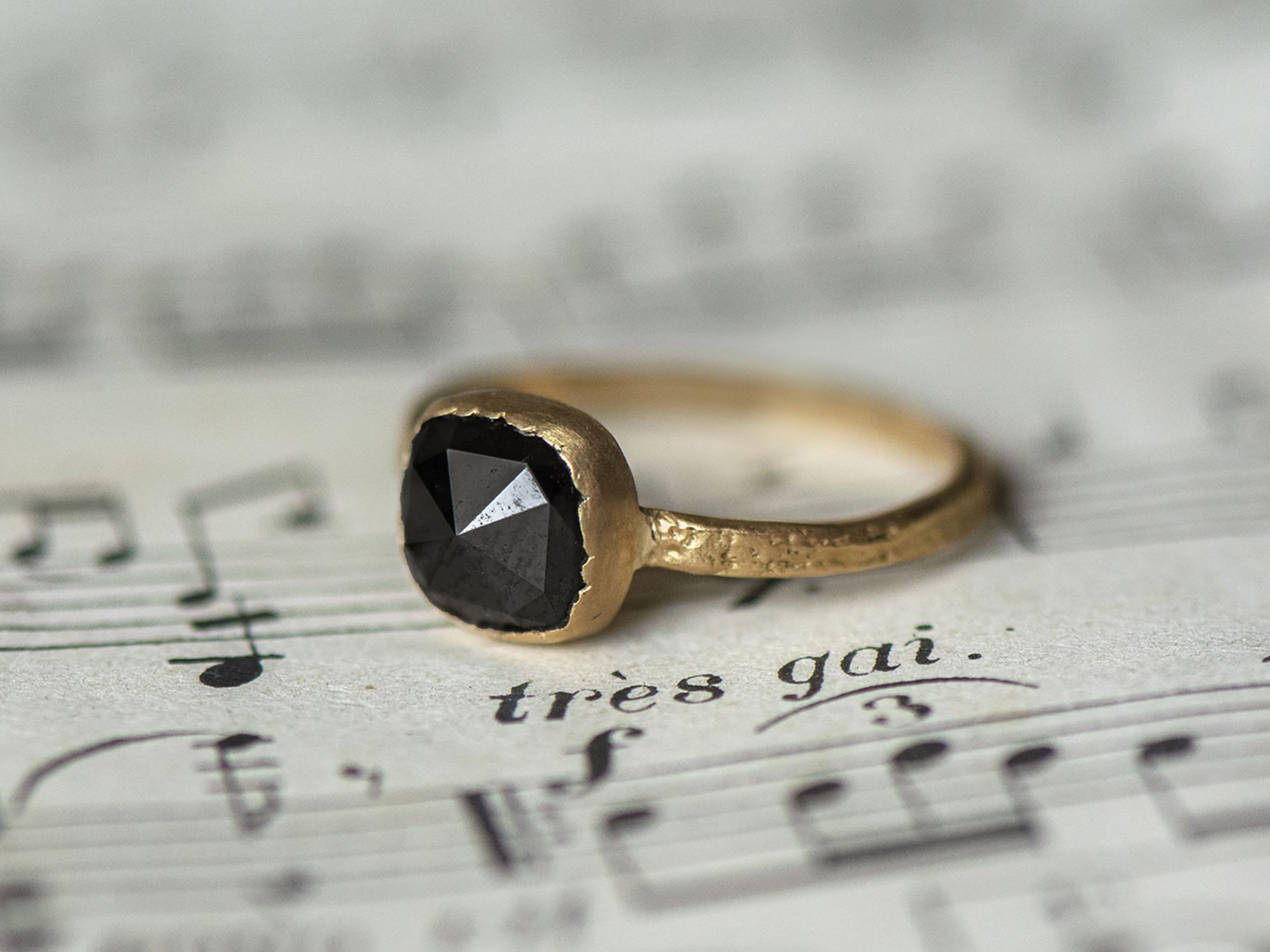 Mon Chéri Martelé Pierre Diamant Noir Polki