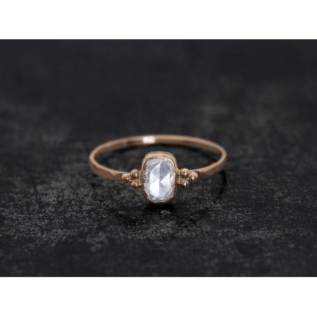 Bague Zelda diamant rosecut coussin blanc par Emmanuelle Zysman