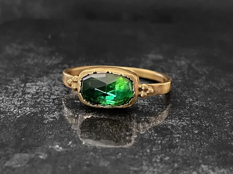 Queen B facetted green tourmaline yellow gold ring by Emmanuelle Zysman