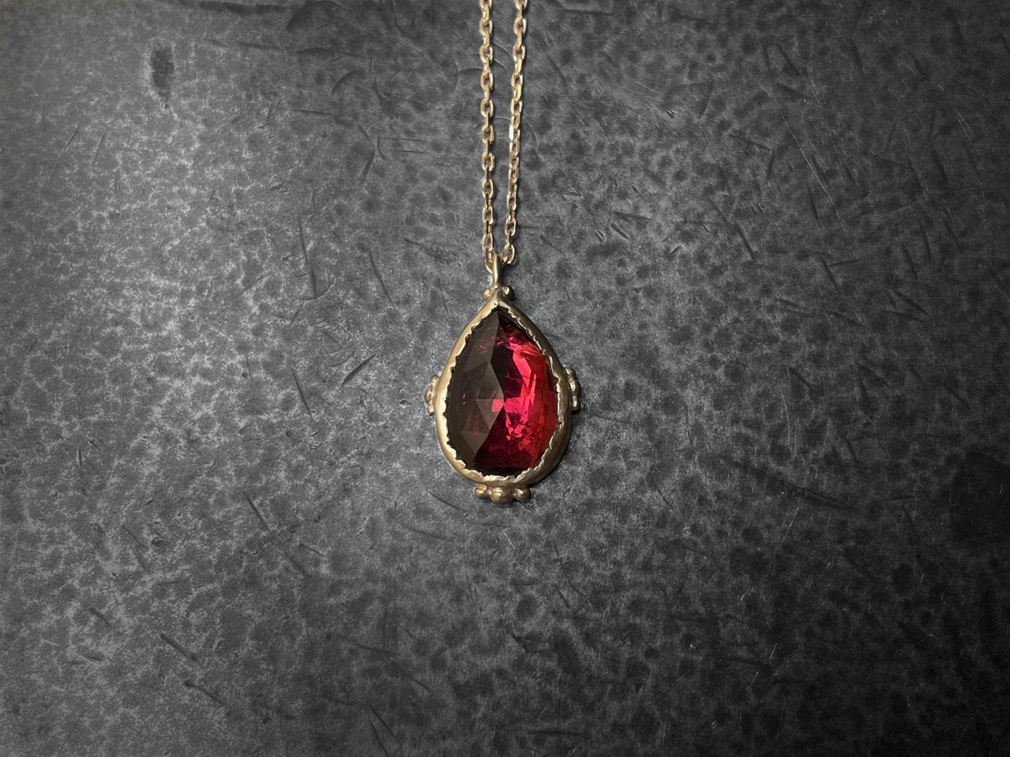 Collier Enigma Or Jaune Tourmaline Rosecut Rose 2,02cts par Emmanuelle Zysman