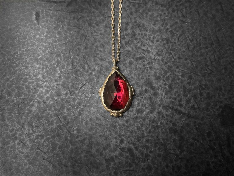 Enigma yellow gold and 2,02cts pink tourmaline necklace by Emmanuelle Zysman
