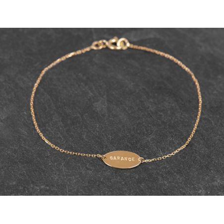 Bracelet médaille lettres frappées or jaune  par Emmanuelle Zysman